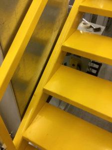 Treppe Gelb Lagerbühne Stahlbaubühne