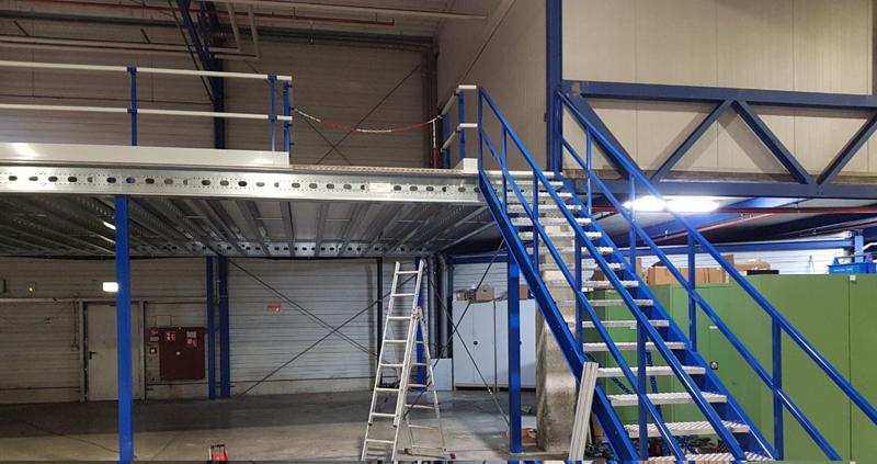 Lagerbühnen Konstruktion, mit Treppe Lagerbühne