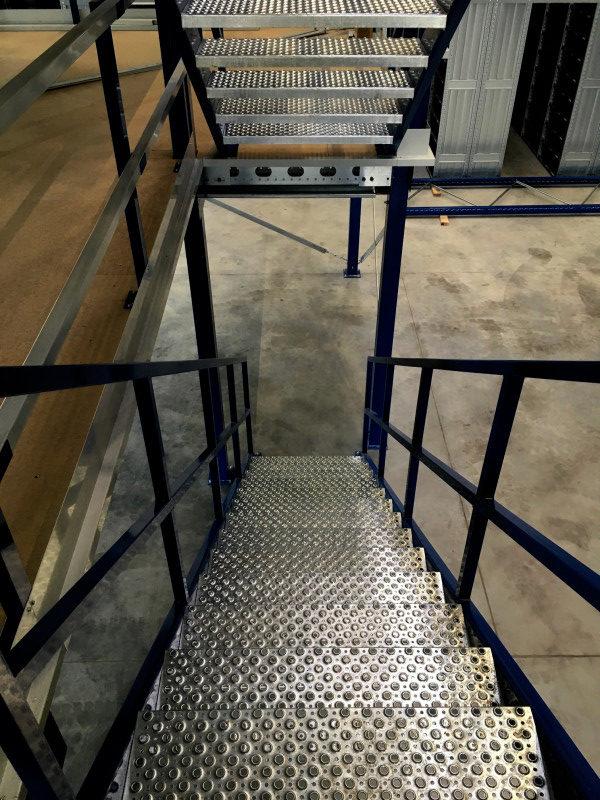Doppelstock Lagerbühne mit Treppe Project Noordrek GmbH